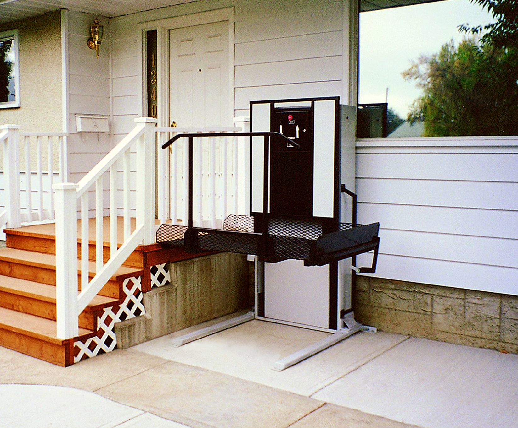 Residential Wheelchair Lift : Residential lifts what is a porch lift uppercut